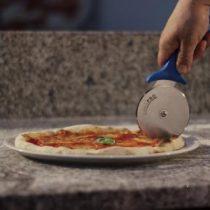 Skarp pizzakutter til hjemmebrukt
